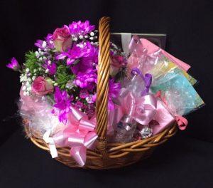Gift baskets for her archives baskets of delight 30 flowers cottage basket negle Images